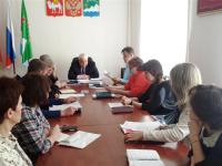 Глава района провел совещание по объектам строительства и капительных ремонтов на объектах и в учреждениях АМР