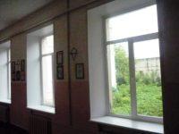 """В коридоре первого этажа МКОУ """"СОШ № 1"""" города Сим были заменены оконные блоки"""