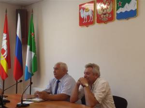 Глава района Виктор Лукьянов провел аппаратное совещание с руководителями бюджетных учреждений